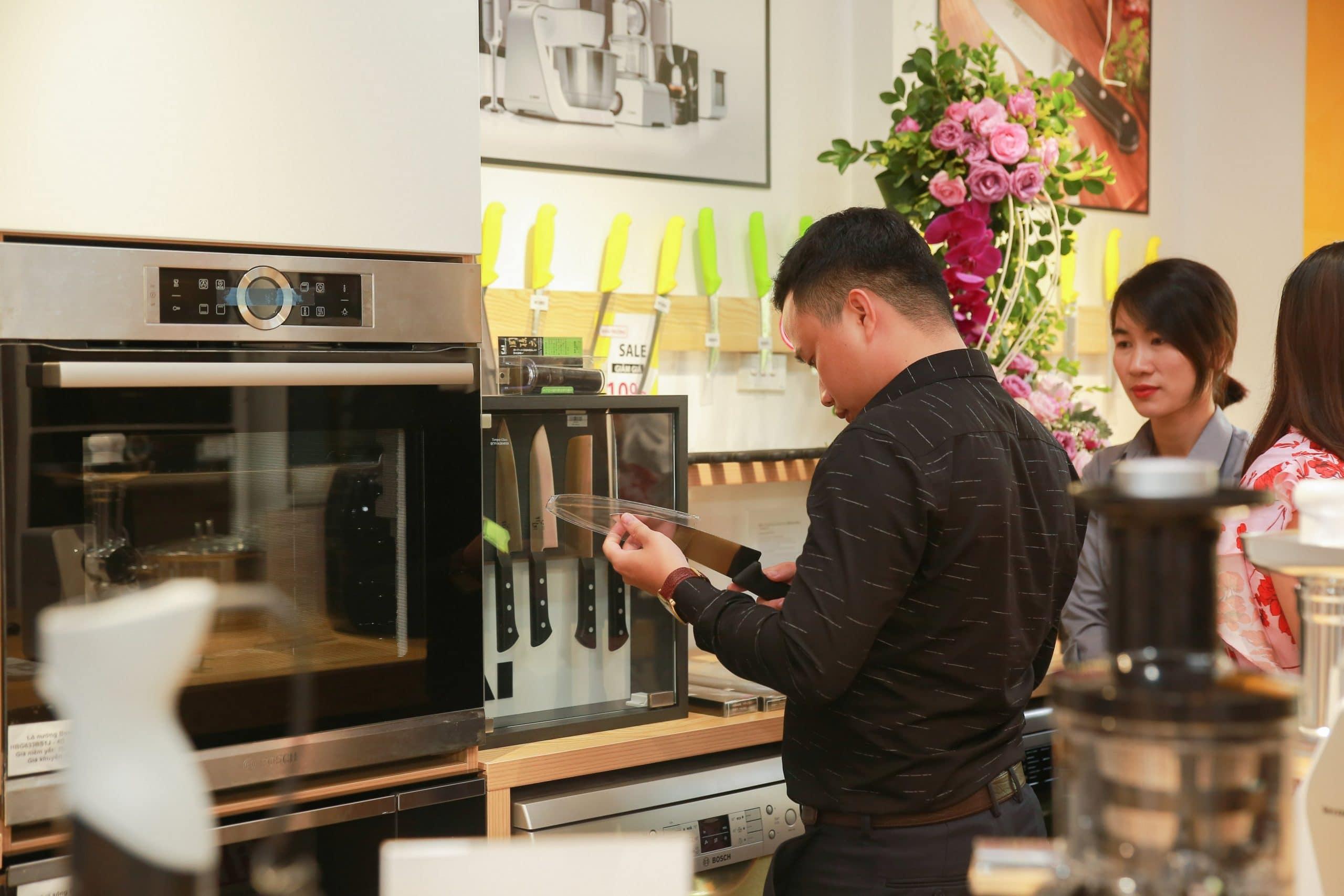 Linh Việt chuẩn bị ra mắt showroom tại Thành Phố Hồ Chí Minh